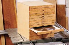 Saw Blade Storage Box Plan - Table Saw Tips, Jigs and Fixtures - Woodwork, Woodworking, Woodworking Plans, Woodworking Projects Beginner Woodworking Projects, Learn Woodworking, Woodworking Plans, Woodworking Magazine, Workbench Plans, Woodworking Patterns, Workshop Storage, Tool Storage, Garage Workshop