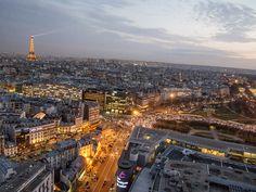 Pariisi. Näkymät hotellihuoneesta. Alla myös risteys, jossa liikenne ei ruuhka-aikaan toimi lainkaan! Paris Skyline, Travel, Viajes, Trips, Traveling, Tourism, Vacations