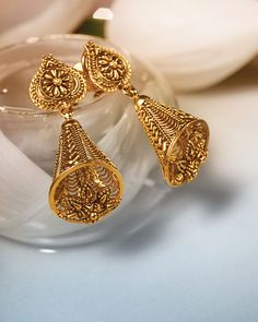 Buy Gold earrings online in latest designs at best prices. Tanishq Jewellers offers you an excellent collection of trendy studs, jhumkis, gold earrings designs at the best price. Gold Jhumka Earrings, Gold Earrings Designs, Gold Jewellery Design, Necklace Designs, Gold Jewelry, Earings Gold, Jewelry Bracelets, Gold Mangalsutra, Fancy Jewellery