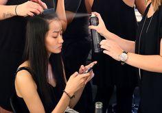 10 formas de usar o spray de cabelo que você precisa conhecer!