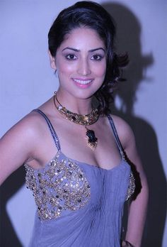 Hot and sexy Bollywood Actress from Indian movie badalapur Yami Gautam very cute beautiful photos and wallpapers with navel boobs show in sm. Beautiful Bollywood Actress, Most Beautiful Indian Actress, Beautiful Actresses, Indian Celebrities, Bollywood Celebrities, Bollywood Photos, Indian Bollywood, Bollywood Actors, Bollywood Fashion