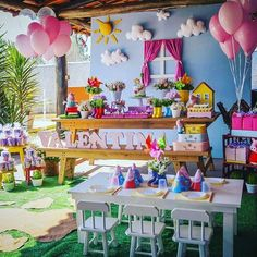 Such a cute setting for a Peppa Pig Birthday Party! Peppa Pig Birthday Decorations, Girls Birthday Party Themes, Happy Birthday, Theme Parties, Picnic Parties, 2nd Birthday, Birthday Ideas, George Pig Party, Aniversario Peppa Pig