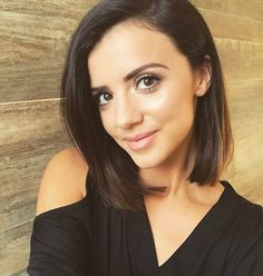 """200e881b4feb08 Lucy Mecklenburgh on Instagram  """"Natural look today for the   aspinaloflondon presentation at  claridgeshotel 💁🏽 Time to get my outfit  on!!"""