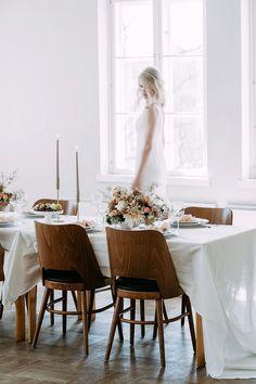 Tyylikäs, moderni hääkattaus, Hääinspiraatio fine art weddings, hääideat. Small weddings with family. Ethereal and classy wedding table setting. Wedding Photography Helsinki, www.katrihaavisto.fi