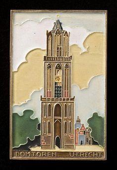 Domtoren ± 1930: Tegel in cloisonné-techniek uit de Faїence en Tegelfabriek Westraven (1844-1994) a.d Helling 112
