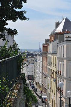 Vue de la rue Ramponeau depuis le Parc de Belleville. Rue Ramponeau from Belleville Square, Paris 20e.