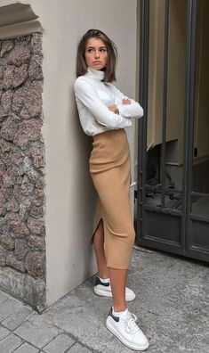 6 sophisticated tennis skirt looks - Fashion Trends for Girls and Teens Classy Outfits, Trendy Outfits, Fall Outfits, Long Skirt Outfits, Tight Skirt Outfit, Skirt Ootd, White Outfits For Women, Midi Skirt Outfit, Pencil Skirt Outfits