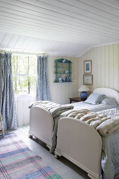 A restored fishing lodge in Scotland - Small Home Inspiration. Escape to this secluded Scottish fishing lodge on HOUSE - design, food and travel by House & Garden. Garden Bedroom, Bedroom Decor, Bedroom Ideas, Victorian Bed, Beautiful Bedrooms, Interiores Design, Girls Bedroom, Shabby, Vintage