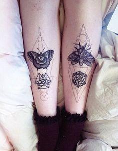 Tatouage géométrique et papillons de nuit dans 20 superbes idées de tatouage de papillon