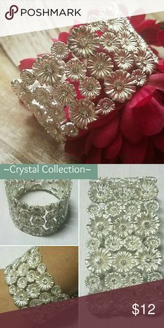**NEW** Crystal Accent Flower Stretch Bracelet B291~Beautiful silverplated flower puff stretch bracelet with crystal accents Jewelry Bracelets