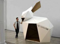 Dia del papel IED taller construccion conejo gigante carton papel por Cartonlab. Paper day cardboard paper giant rabbit bunny construction workshop by Cartonlab.