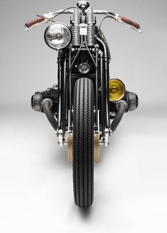 "Sunday ride with 💪""NERBORUTA""🇮🇹South Garage Presents the Insanely Beautiful BMW Custom Milanese motorcycle maker South Garage has… Bmw Cafe Racer, Moto Cafe, Motos Vintage, Vintage Bikes, Bobber Custom, Custom Bikes, Custom Bmw, Bmw Classic Cars, Classic Bikes"