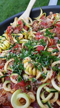 Clean eating skillet zoodles with meat sauce Zoodle Recipes, Spiralizer Recipes, Paleo Recipes, Dinner Recipes, Cooking Recipes, Dinner Menu, Clean Eating Recipes, Healthy Eating, Clean Meals