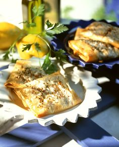 Schafskäsetaschen mit Sesam| Zeit: 45 Min. | http://eatsmarter.de/rezepte/schafskaesetaschen-mit-sesam