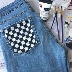 Painted jeans 2019 The post Painted jeans 2019 appeared first on Denim Diy. Painted Jeans, Painted Clothes, Painted Shorts, Hand Painted, Diy Clothing, Custom Clothes, Jean Diy, Diy Tumblr, Diy Jeans