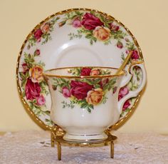 RP: VINTAGE ROYAL ALBERT OLD COUNTRY ROSES TEA CUP & SAUCER |