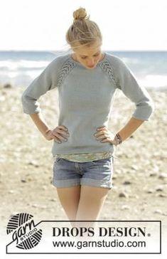 Очаровательный джемпер спицами для женщин с рукавом 3/4, связанный из мягкой мериносовой шерсти. Вязание модели начинается с кокетки, прибавления...