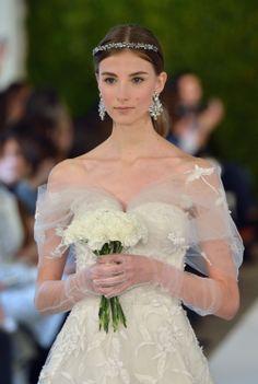 #Novias De Oscar de la Renta a Carolina Herrera, la temporada #Bridal2015 llama a tu puerta... http://www.vogue.mx/novias/temporadas/temporada-2015/78