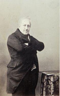 Pierre d'Alcantara-Charles-Marie d'Arenberg (1790-1877), prince d'Arenberg, 1er duc (français) d'Arenberg, aristocrate, militaire et homme politique français, d'origine allemande des 18e et 19e siècles. Pierre d'Alcantara entra de bonne heure au service de la France. Il se distingua pendant les campagnes d'Espagne et suivit l'empereur Napoléon Ier, en Russie (1812), en qualité d'officier d'ordonnance, avec grade de lieutenant. Membre de la Légion d'honneur et Chevalier d'Empire.