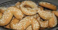Υλικά   2 ποτήρια λάδι (μισό -μισό σπορέλαιο ελαιόλαδο)  1 ποτήρι χυμό πορτοκαλιού  ξύσμα 1 πορτοκαλιού  1 ποτήρι ζάχαρη  1 κουταλάκι... Greek Desserts, Bagel, Hamburger, Bread, Food, Brot, Essen, Baking, Burgers