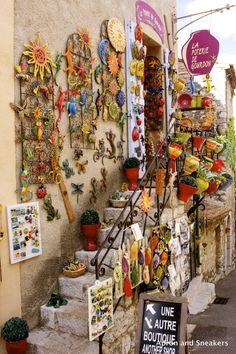 Pottery shop, Gourdon of Alpes-Maritimes, France