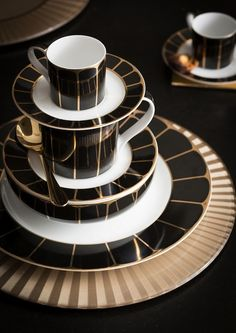 Black and gold Dinnerware at House of Fraser #dining #decor #tableware