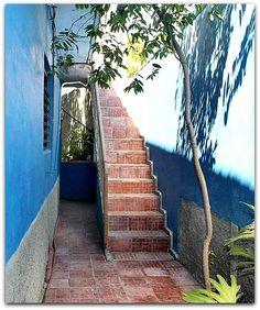 Subida a las Habitaciones (en planta superior). Patio, Trinidad, Sidewalk, Cities, Side Walkway, Walkway, Walkways, Pavement, Terrace