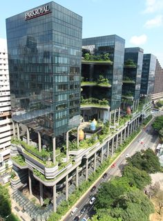 Since we are doing Hotels in Singapore this is the Park Royal on Pickering. Its design allows everyone to have a garden view and turns a plain hotel into a standing forest. Condominium Architecture, Green Architecture, Futuristic Architecture, Sustainable Architecture, Amazing Architecture, Landscape Architecture, Architecture Design, Green Facade, High Rise Building