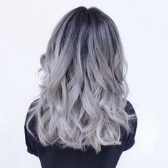 Grey ombre hair ideas to rock this year. Grey ombre hair is one of the most influential recent color trends. Stylists state unanimously that it is an awesome way to sport silvery shades. White Ombre Hair, Balayage Hair Grey, Ombre Hair Color, Gray Ombre, Ombre Silver Hair, Ombré Hair, Bad Hair, Blond, Kelly Family