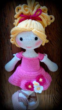Bonecas lindas da Barroca ateliê, #barrocaatelie Knitted Dolls, Crochet Dolls, Love Crochet, Crochet For Kids, Crochet Doll Pattern, Crochet Patterns, Knitting Projects, Crochet Projects, Crochet Leaves