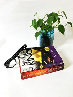 Vintage Stephen King Paperback Book Set. Perfect gift for a book lover! Misery and Full Dark, No Stars. Best Sellers!