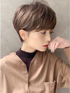 Medium Short Hair, Short Hair Cuts, Short Hair Syles, Short Hairstyles For Women, Cool Hairstyles, Short Hair Outfits, Corte Y Color, Salon Style, Hair Lengths