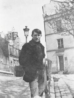 Pablo Picasso in front of Le Bateau-Lavoir, Montmartre, Paris, circa 1904