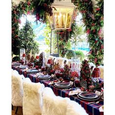 Loving this holiday setup 😍🎄 with ・・・ Holiday feeling by . Christmas Mood, Christmas Countdown, Xmas, Christmas Ornaments, Merry Christmas, Winter Wedding Inspiration, Holiday Tables, Luxury Wedding, Event Design