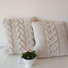 Декоративные связанные из шнура подушки
