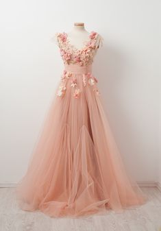 Mix together a creamy peachy haze of tulle with pastel flowers. Sprinkle some fairy dust and serve at a Bohemian garden extravaganza. Enjoy!