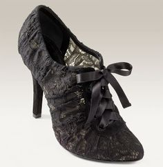 Func-SHOE-nality: Dolce and Gabbana lace Oxfords