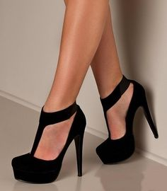 CLASSIC black heels - Click image to find more Women's Fashion Pinterest pins