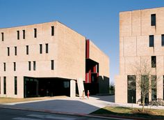 St Edward's University New Residence and Dining Hall / Alejandro Aravena | ArchDaily