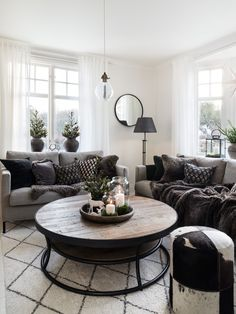 Vintervit jul (Made in Persbo) Interior Plants, Interior Design, Industrial Living, Villa, My Dream Home, Living Room Designs, Hygge, Sweet Home, New Homes