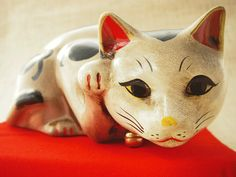【猫雑貨 招き猫】古色大正猫 眠り招き猫(白)