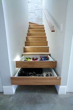 Usa compartimientos secretos en tus escaleras.