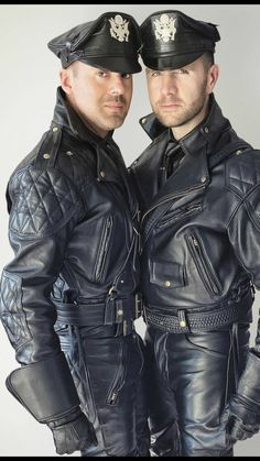 Leather, Laugher and Love, that's MY life: Photo Mens Leather Pants, Leather Gloves, Motard Sexy, Bear Men, Men In Uniform, Leather Fashion, Men Dress, Hot Guys, Black Leather