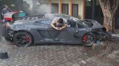 Lamborghini Unfall Handy