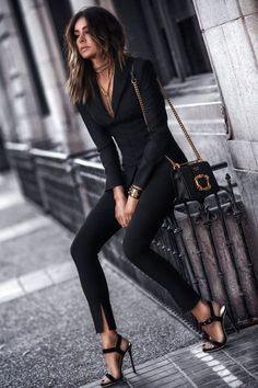 Professional Summer Outfits Ideas You Will Totally Love 11 all black outfit Classy Winter Outfits, Stylish Work Outfits, Winter Outfits For Work, Work Casual, Spring Outfits, Classy Party Outfit, Outfit Winter, Women's Casual, Edgy Chic Outfits