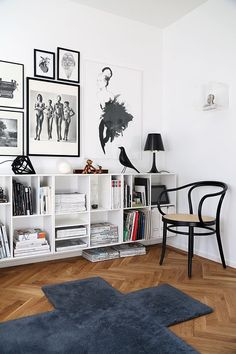Decor inspiration-white and bright, with black and natural elements makes for a good reading/ display niche