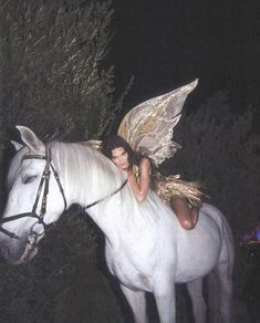 Kendall jenner shines in gold and poses as a forest fairy on a white horse for Halloween Daily onlin Instagram Baddie, Instagram Outfits, Photo Instagram, Gloss Kylie Jenner, Kylie Gloss, Kylie Minogue, Boujee Aesthetic, Bad Girl Aesthetic, Aesthetic Pictures