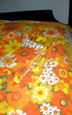 70's sheets, flower power... I really think I had these!