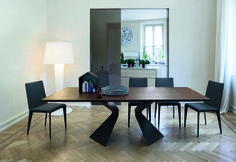 Prora table with Filly chairs by Bonaldo