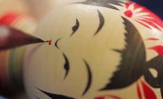 Craftsman Porn Of The Day! – Mesmerising Video Of Yasuo Okazaki Making Hand Crafted Japanese Kokeshi Dolls! - Gorilla Gang Wooden Figurines, Wooden Dolls, Kokeshi Dolls, Japanese Design, Japanese Artists, Doll Crafts, Wood Blocks, Handmade Crafts, Hand Crafts